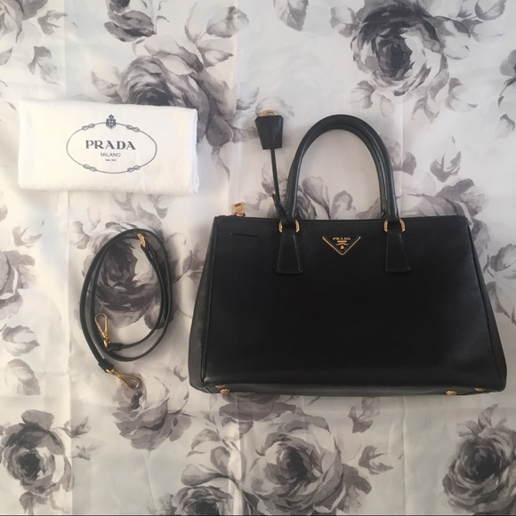PRADA Medium Galleria Double Zip Tote Nero Black. M 5bb74c446a0bb72f7c6cd770 eeee881df863e